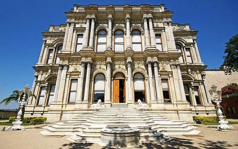 معماری قصر عثمانی بیلربی در استانبول ترکیه