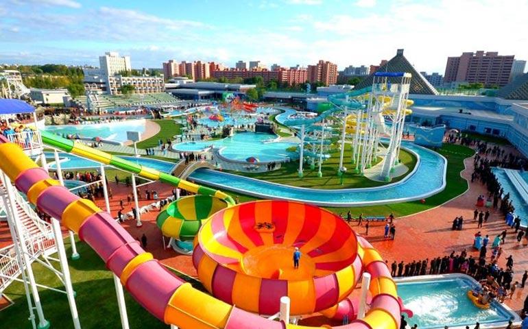 پارک آبی شهر ساحلی آنتالیا