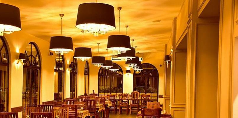 نمای داخلی رستوران ریحون