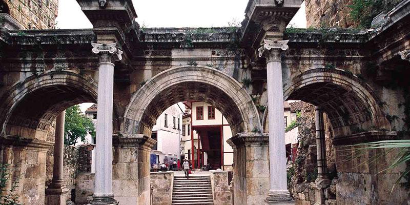 دروازه هاردیان در منطقه کاله ایچی آنتالیا