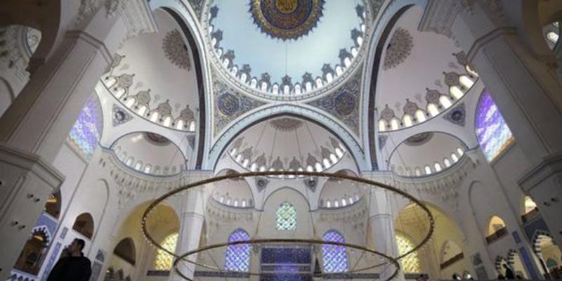 نمای داخلی مسجد چامیلیجا استانبول