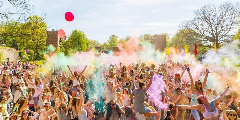 فستیوال رنگ چیست