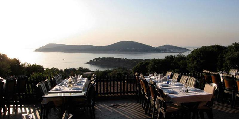 رستوران و کافه جزیره بورگاز آٔدا