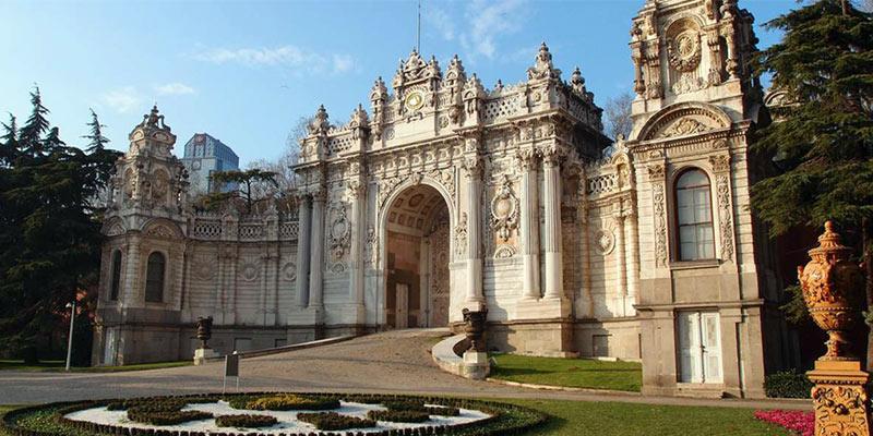 ساختمان کاخ دلما باغچه استانبول