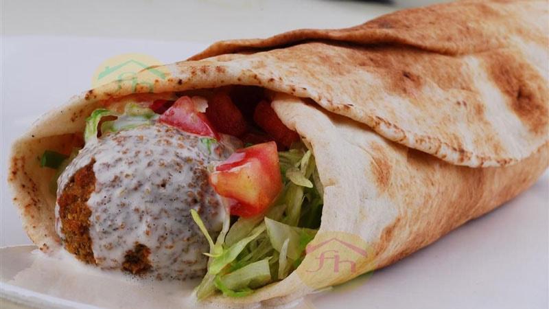 رستوران Falafel House در نزدیکی میدان تکسیم
