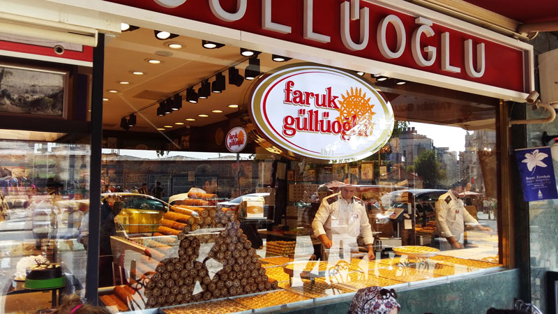 بهترین باقلوای استانبول Faruk Gulluoglu