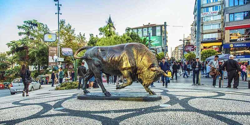 مجسمه گاو برنزی محله کادیکوی استانبول