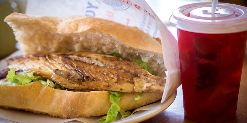 ساندویچ بالکیک اکمک مناسب برای طرفداران غذاهای دریایی
